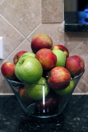 apple-picking-02