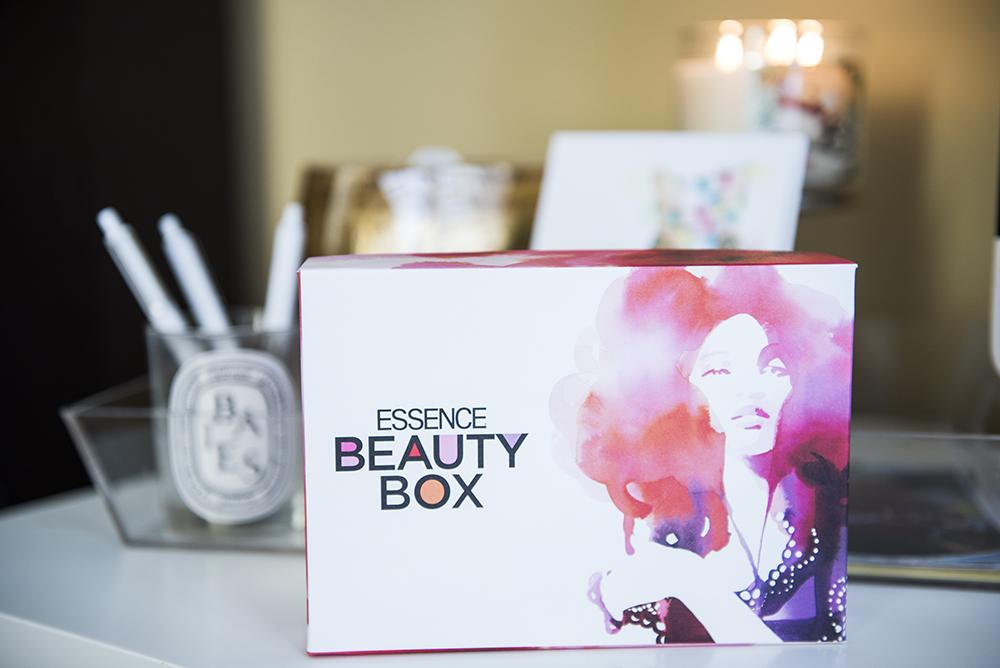 Essence Beauty Box Blushing Black